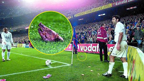 Kinh điển: Mourinho móc mắt và cái đầu lợn cho Figo