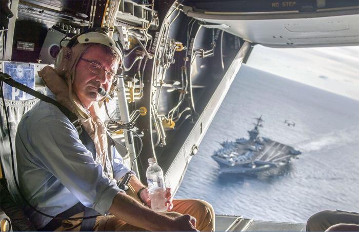 Bộ trưởng Quốc phòng Mỹ bay thị sát Biển Đông