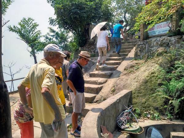 Lão Phiền Hà: 25 năm làm 'giám đốc' toilet trên đỉnh Hải Vân