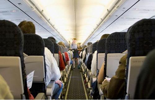 Mở cửa thoát hiểm máy bay vì nghĩ đó là phòng vệ sinh