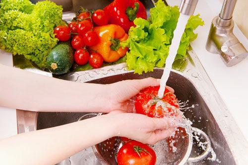 4 bước rửa sạch thuốc trừ sâu hoàn toàn trên rau củ quả