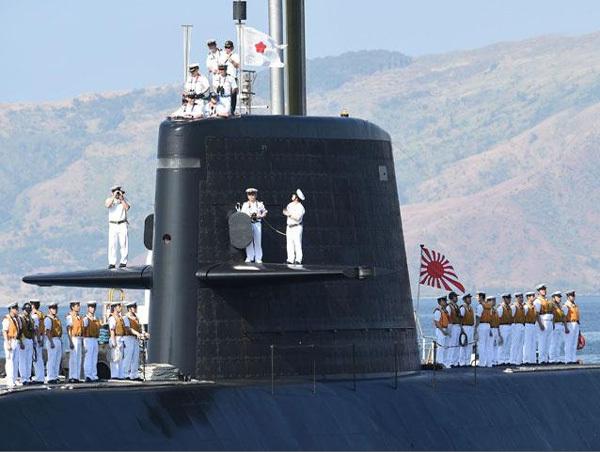 Tàu chiến Nhật rầm rập tới sát Biển Đông