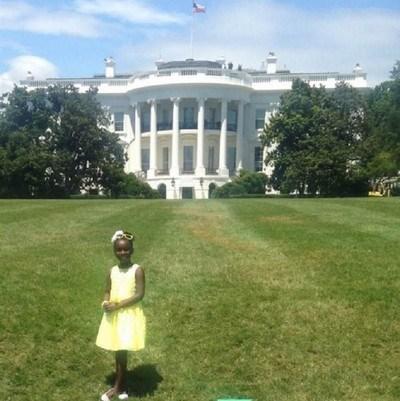 Bé gái 11 tuổi bán nước chanh kiếm 200 tỷ