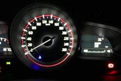 Lái xe nên làm gì khi táp-lô hiện đèn 'check engine'?
