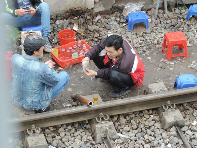 'Phố ẩm thực' Hà Nội trên đường ray tàu hỏa