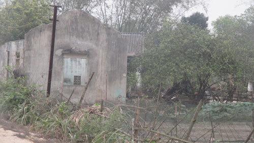Hà Tĩnh: Ở nhà tầng, bán tivi, bàn ghế 'chống đói'