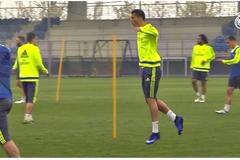 Ronaldo hò hét, nhảy tưng tửng trên sân tập