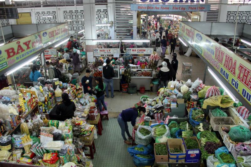 Hốt rau sạch hết ngay tại chỗ, còn đâu mà ra chợ?