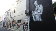 Ảnh nude khổ lớn của Kim Kardashian xuất hiện trên đường phố