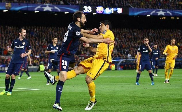 'Đá láo, Suarez đáng bị đuổi khỏi sân'