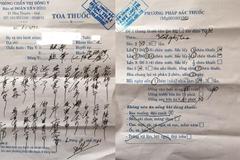 Bác sĩ kê đơn chữ TQ do viết giỏi hơn tiếng Việt?