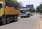 Truy đuổi xe tải cán nát tay người phụ nữ trên quốc lộ