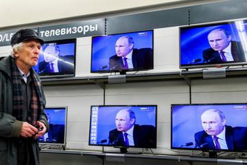 """Bị bóp nghẹt, Putin lại sẵn sàng """"khai hỏa"""""""