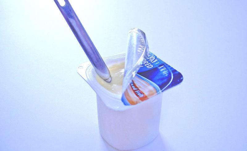 Tại sao bạn không nên ăn sữa chua tách béo, ít béo?
