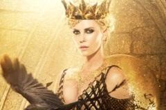 Choáng với bộ áo nạm vàng 23kg mà Charlize Theron mặc trong bom tấn The Hunstman: Winter's War