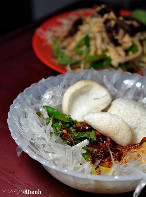 4 địa điểm ăn bánh tráng trộn ngon nhất ở Hà Nội