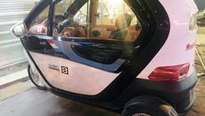 Ôtô 3 bánh mini Trung Quốc gây sốt trên đường phố Hà Nội
