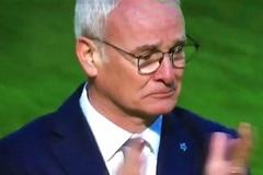 HLV Ranieri bật khóc sau trận thắng Sunderland