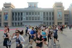 Đến Triều Tiên thi chạy, chỉ mải chụp ảnh 'tự sướng'