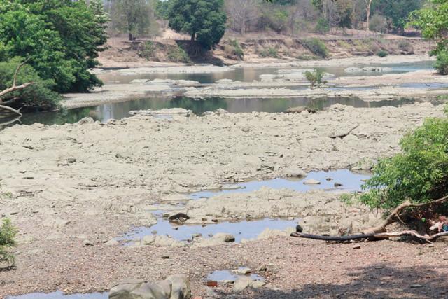 Cơn khát dưới chân hồ đập thủy điện