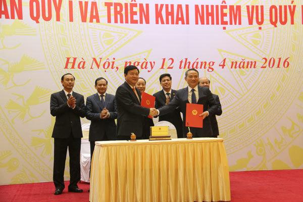 Ông Đinh La Thăng bàn giao công việc ngành GTVT