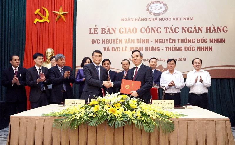 Thống đốc Lê Minh Hưng nhận bàn giao 'ghế nóng'