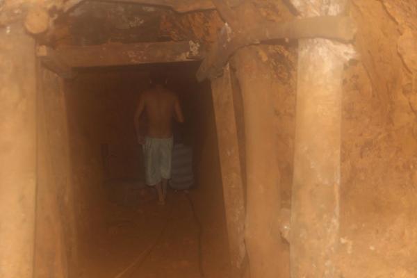 Ngạt khí, 4 phu vàng tử vong dưới hầm