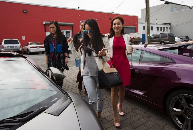 Cậu ấm cô chiêu Trung Quốc vung tiền ở Vancouver