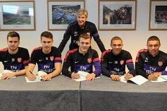 """Arsenal xóa sổ dàn tài năng trẻ """"mãi không lớn"""""""