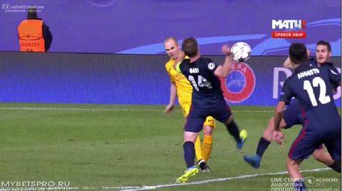 Trọng tài bỏ lỡ quả penalty của Barca