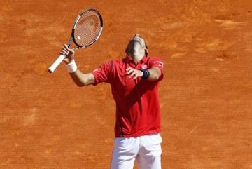 """Djokovic thua trận và """"cả tá"""" cột mốc bật tung"""