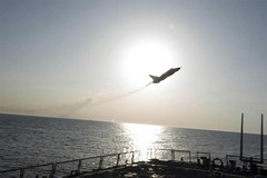 Xem chiến đấu cơ Nga bay 'sát sạt' tàu khu trục Mỹ