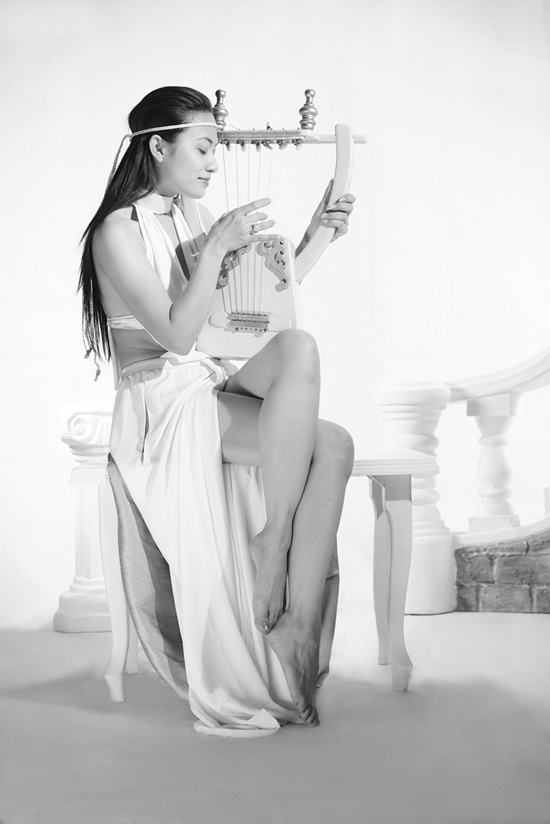 Hết 'chụp nude 1,8 tỷ' đến hóa nữ thần Hy Lạp tinh khiết