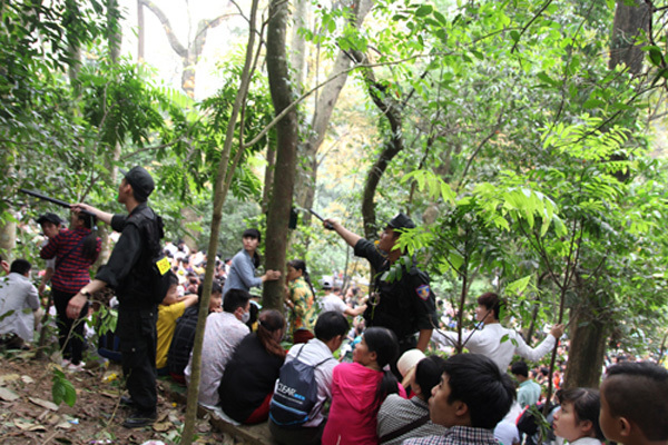 đền Hùng, chen chúc, băng rừng