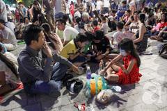 Cảnh ăn uống, xả rác nhếch nhác trên con phố đi bộ đẹp nhất Sài Gòn