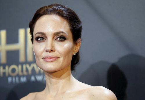 Brad Pitt chia tay Angelina Jolie vì siêu mẫu 9x đa năng bậc nhất làng mốt?