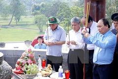 Thủ tướng viếng các anh hùng liệt sỹ ở Quảng Trị