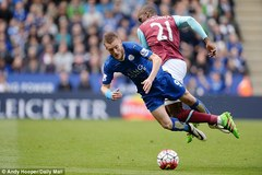 Vardy không ăn vạ, trọng tài trận Leicester... say thuốc!