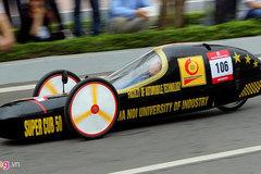 Sinh viên chế xe chạy gần 3.000 km với một lít xăng