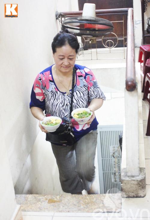 Hai quán bánh đúc nóng ngon, lâu đời nức tiếng ở Hà Nội