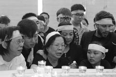 Con trai nhạc sỹ Nguyễn Ánh 9 đau đớn tiễn đưa cha