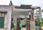 Hơn 300 ngôi nhà bị lốc xoáy thổi bay mái