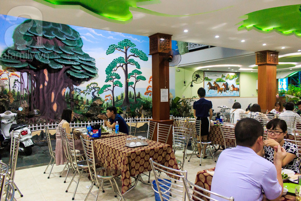 Đến Đà Nẵng, muốn ăn bánh tráng cuốn thịt heo 'chuẩn' hãy ghé 2 quán này