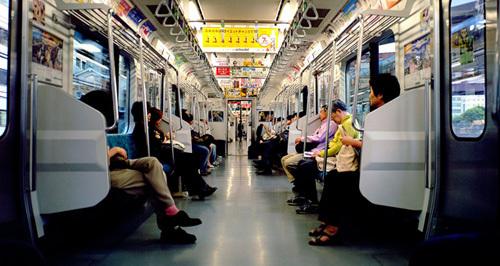 """9 sự thật về tàu điện ngầm Tokyo khiến dân Mỹ phát """"điên"""""""