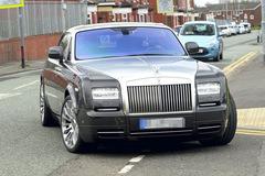 Yaya Toure chơi trội, mua 2 siêu xe Rolls Royce Phantom