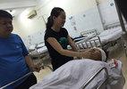 Côn đồ vác kiếm vào bệnh viện chém người