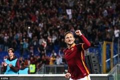 """""""Hoàng tử"""" Totti lập cú đúp trong 3 phút ở tuổi 39"""
