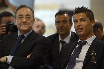 Ronaldo tung chiêu, ông trùm Perez chỉ còn biết rủa thầm