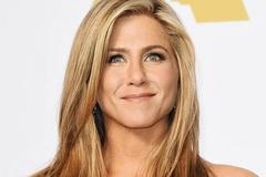 Jennifer Aniston đón tin vui khi Pitt và Jolie đang trục trặc