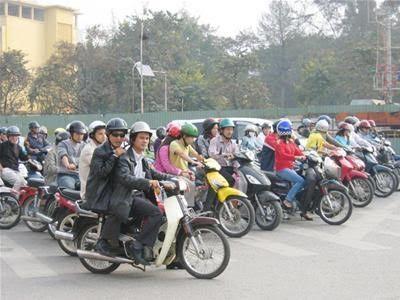 Người giàu tiết kiệm: Có tiền tỷ vẫn đi xe máy cũ
